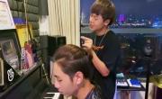 Tải nhạc hình hay Ai Mang Cô Đơn Đi (Piano Live Ver.) online